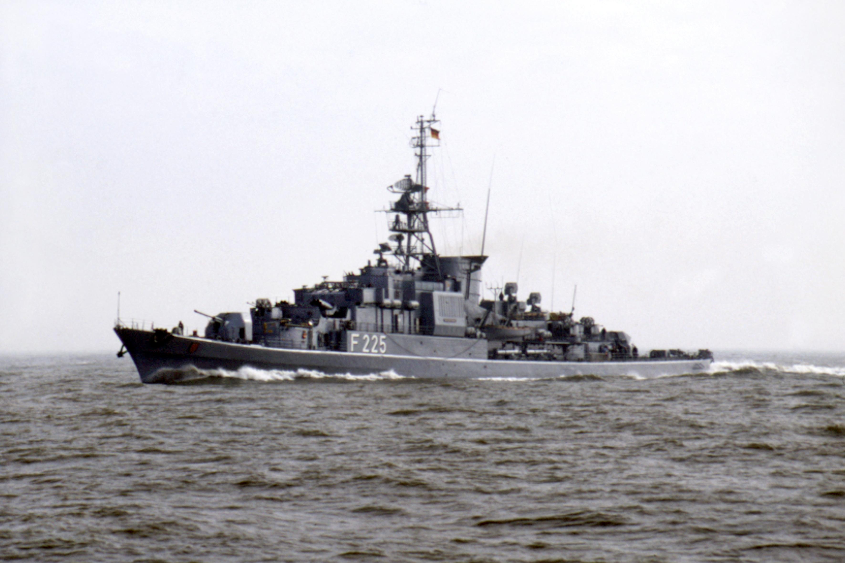 Ex-Fregatte Klasse 120 BRAUNSCHWEIG, an Bord