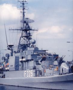F225 (3)